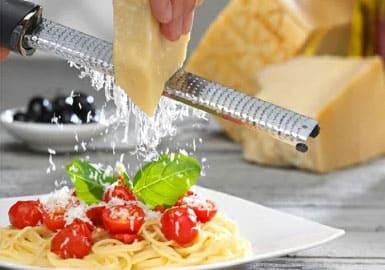 サタデープラス サタプラ 料理研究家リュウジ 調理グッズ 食材 おろし金 チーズ