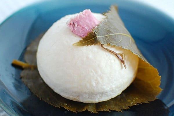 スローでイージーなルーティーンで スロイジ お取り寄せ チーズ スイーツ 桜餅 ヤギチーズ